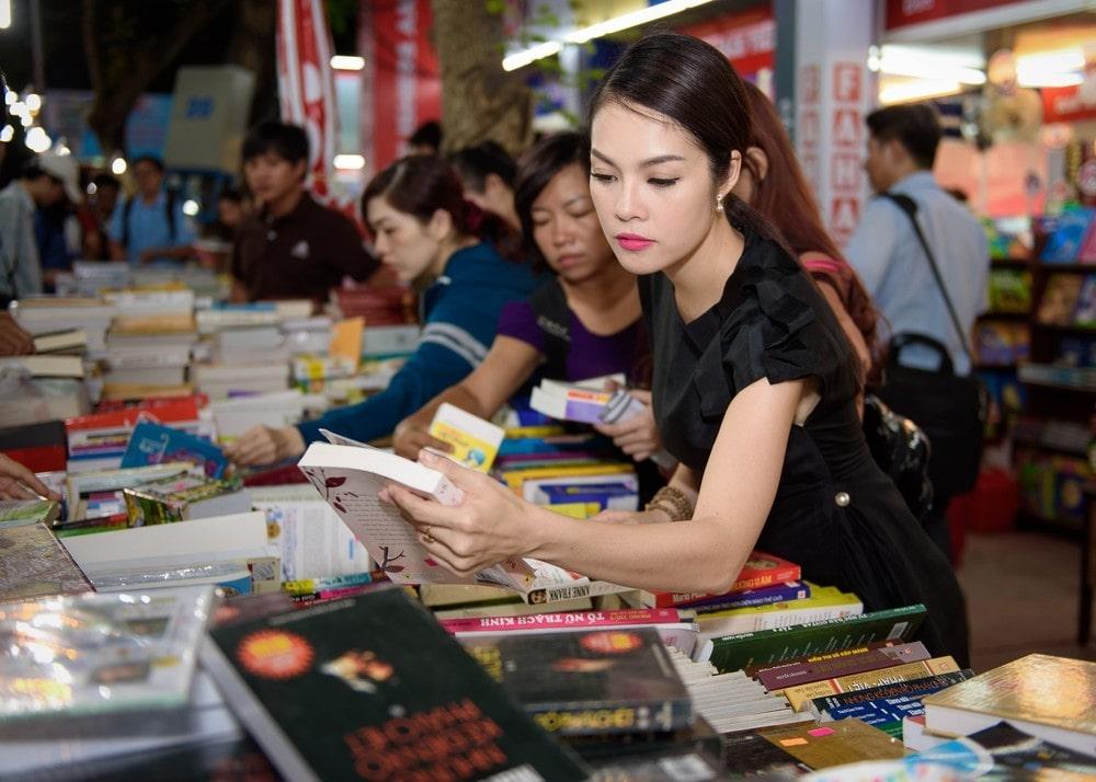 Gu đọc sách cho thấy một tâm hồn rất khác của mỗi sao Việt 1